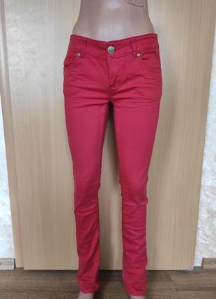 Красные брюки джинсы скинни