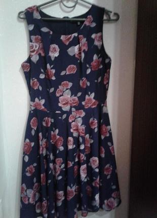 """Красивое платье с принтом """"розы"""""""