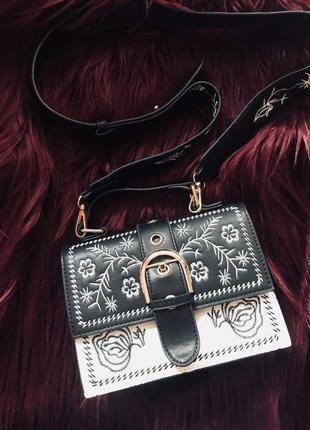 Черно-белая сумка сумочка классика с вышивкой