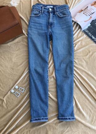 Голубые джинсы bershka прямые