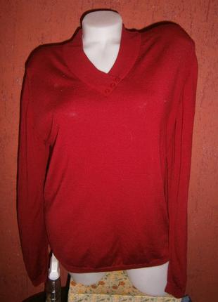Красивый пуловер шерсть с пуговичками на высокую девушку приспущенное плечо