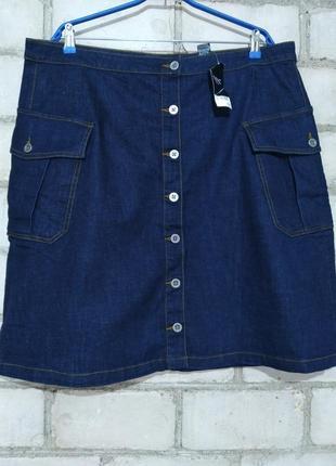 Джинсовая плотная юбка с накладными карманами перед на пуговицах