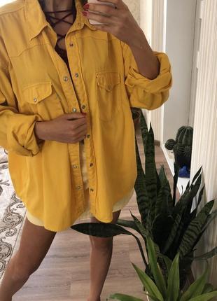 Классная жёлтая рубашка, джинсовый пиджак