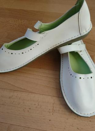 Белые сандалии  р,40