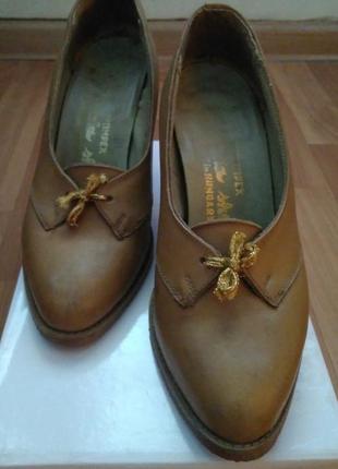 Туфельки (весна-осень) на каблуке.