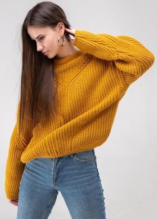 Объемный свитер оверсайз крупной вязки