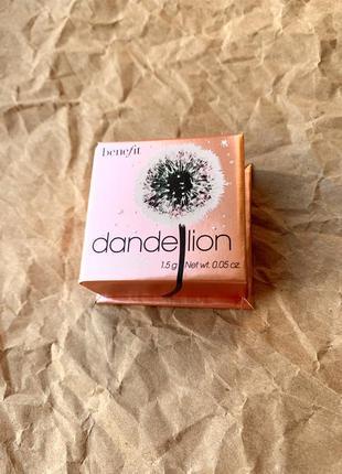 Хайлайтер / люминайзер / сияющая пудра dandelion twinkle , benefit