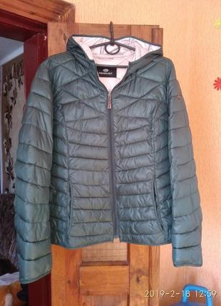 Легкая новая куртка