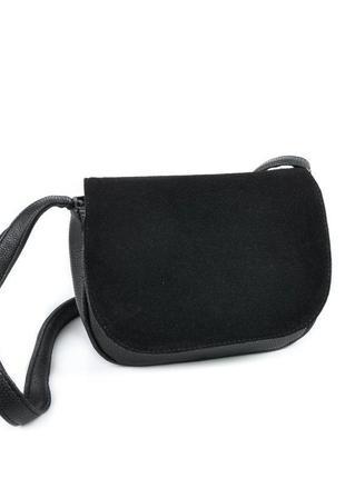 Маленькая замшевая сумка через плечо черная с клапаном