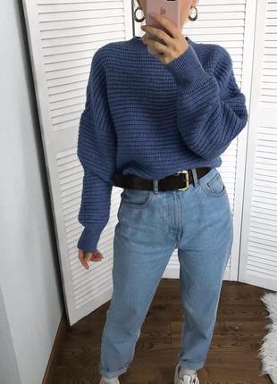 Об'ємний синій светрик