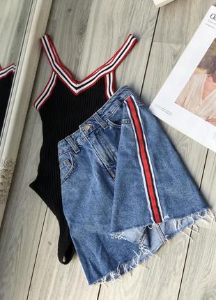 Красивейший комплект юбка джинсовая с боди лампасы xs