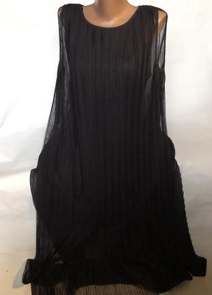 Крутое платье с сеткой в плиссировку сверху