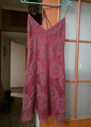 Платье цвета бордо