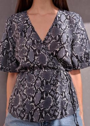Блуза змеиный принт на запах