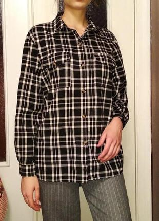 Фланелевая теплая рубашка в клетку missguided черно белая оверсайз роговые пуговицы