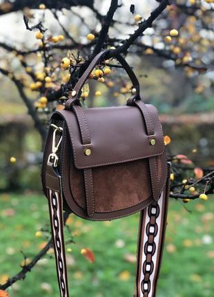 Кожаные сумки с замшевыми вставками и широким ремнём