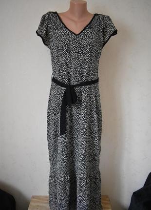 Красивое платье с принтом e-vie