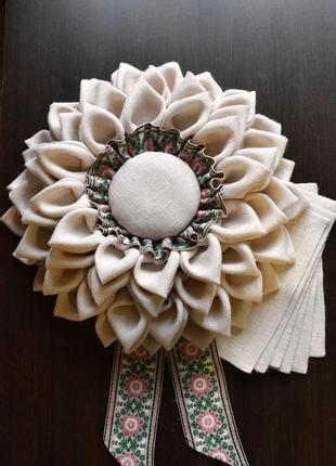 Декор на стену и салфетки на стол из белой мешковины. декор на стол