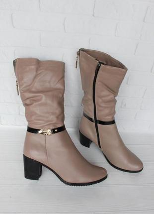 Зимние кожаные сапоги, полусапожки 39 размера на устойчивом каблуке цвета капучино