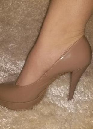 Туфли женские лакированые на каблуке