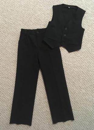 Комплект брюки и жилетка на мальчика 6-7 лет
