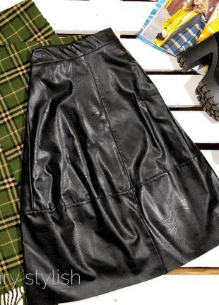Крутая эко-кожа юбка миди черная donia moda