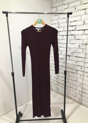 Очень красивое приталенное трикотажное платье от известного бренда
