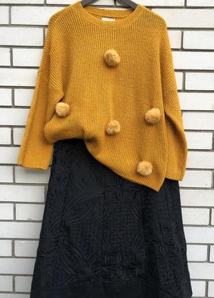 Милый свитер с помпонами