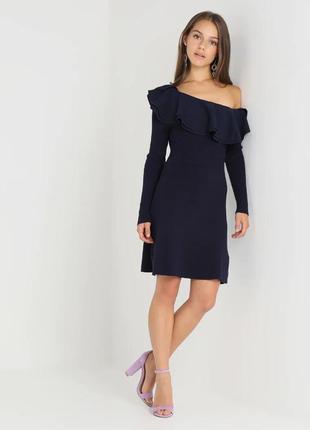 Темно-синее трикотажное теплое платье с рюшем на одно плечо lost ink