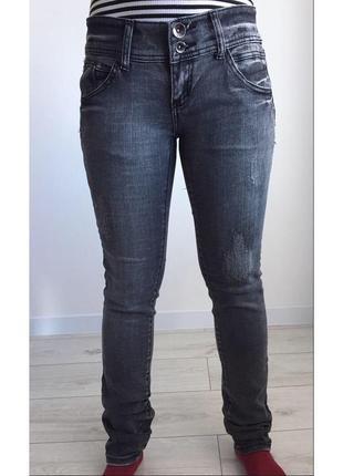 Серые джинсы, сірі джинси.