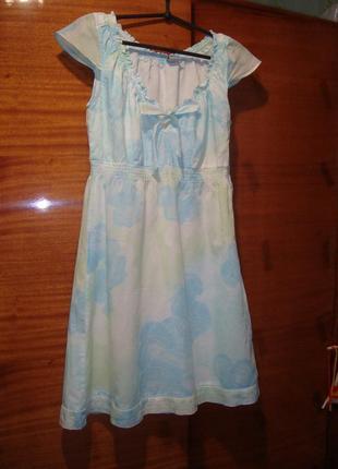 Нежное платье из батиста в цветочный принт