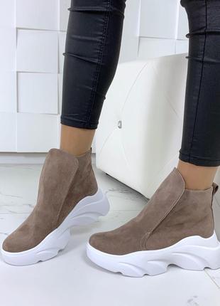 Велюровые ботинки хайтопы на платформе,тёплые ботинки хайтопы на высокой подошве.