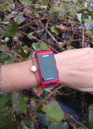 Новые модные водонепроницаемые led часы (время/дата) черные c красным