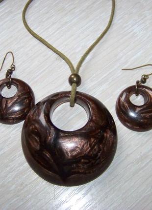 Набор бижутерии на текстильном шнуре в стиле бохо в коричневых тонах avon