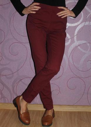Бордовые джинсы с высокой талией