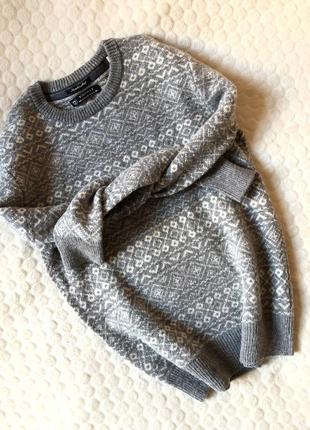 Теплый и красивый свитер