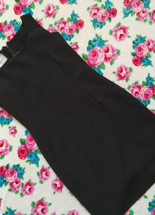 Шикарное чёрное маленькое платье.