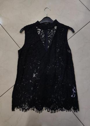 Черная кружевная блуза с вырезом