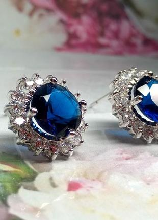 Серьги гвоздики с синим камнем