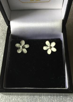 Серьги цветочки эмаль белая  pandora серебро 925 ale