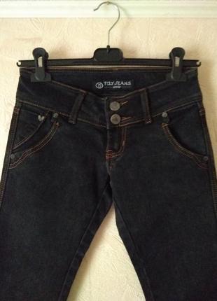 Плотные фирменные зауженные джинсы xs-s