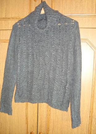 Мягенький серый свитерок