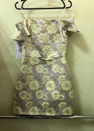 Летнее платье мини с открытым плечами