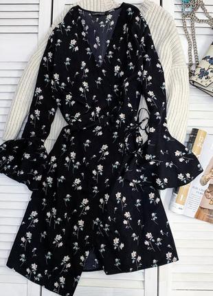 Ніжно-квіткове плаття на запах в квітковий принт