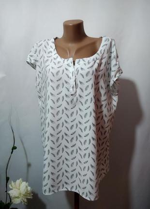 Летняя блузка в принт перышки