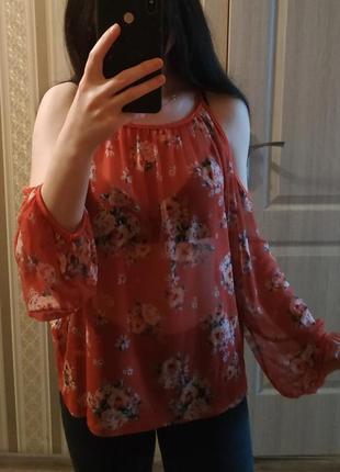 Красная блуза, топ, блузка в цветочный принт