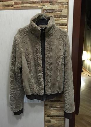 Стильная меховая курточка италия