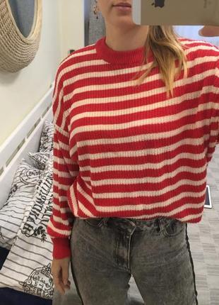 Классный свитер в полоску