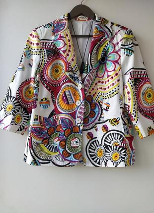 Красивый яркий пиджак италия