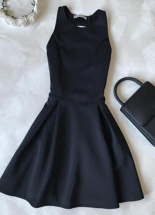 Маленькое чёрное платье с красивой спинкой abercrombie&fitch